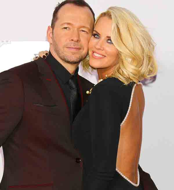 donnie wahlberg dating Jenny McCarthy.