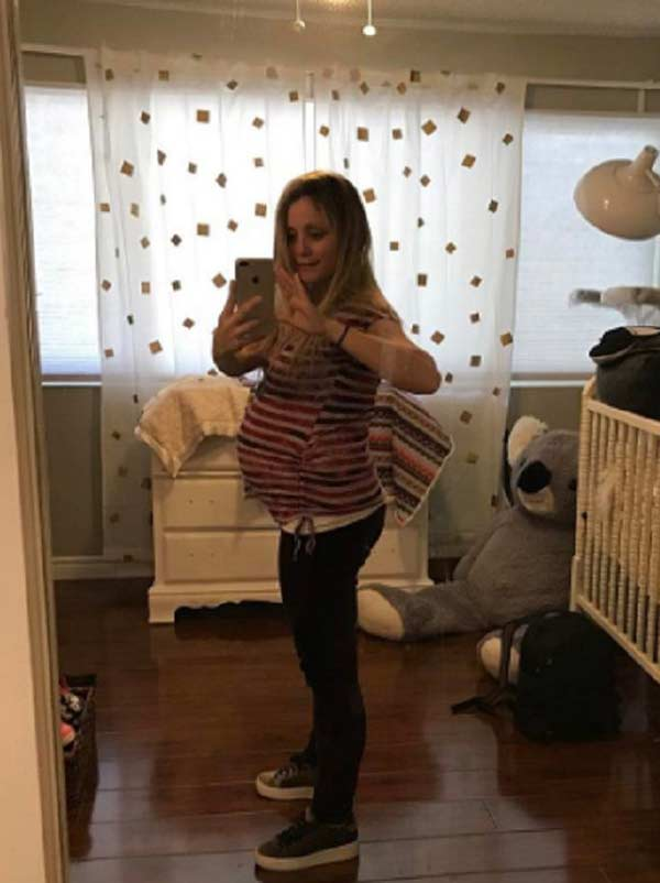 Image of Emme Rylan clicking selfie with baby bump, pregnant