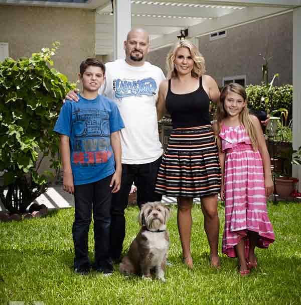 Image of Jarrod Schulz with his wife (Brandi Passante) and their kids ( Payton Schulz and Camren Schulz )