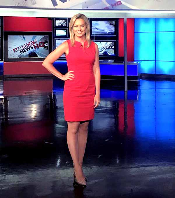 Image of Journalist Sandra Smith height is 5 feet and 8 inches
