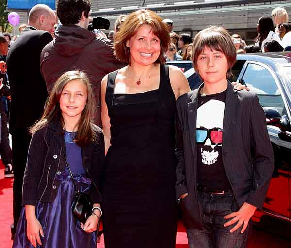 Image of Rebecca Front with her kids Tilly Clymer and Oliver Clymer