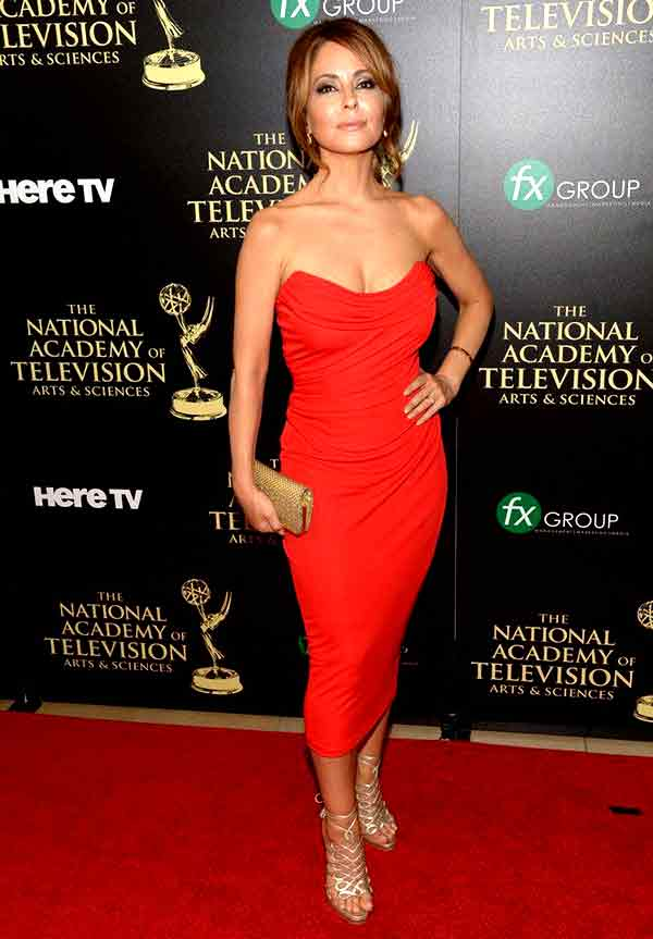Image of Actor, Lisa LoCicero height is 5 feet 7 inches