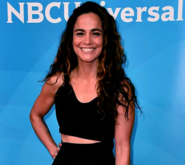 Image of Alice Braga is currently single