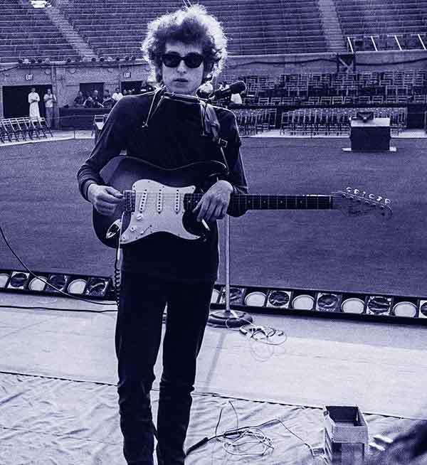 Image of Bob Dylan height is 5 feet 5 inches