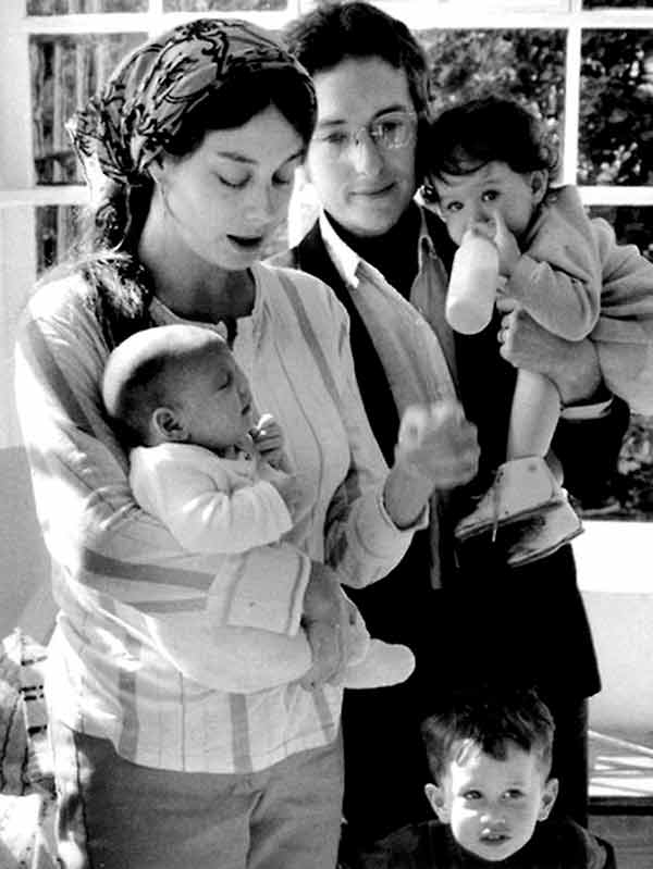 Image of Bob Dylan with his wife Sara Dylan and with their kids