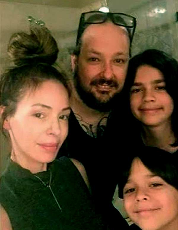 Image of Deven Davis with her husband Jonathan Davis and with their kids