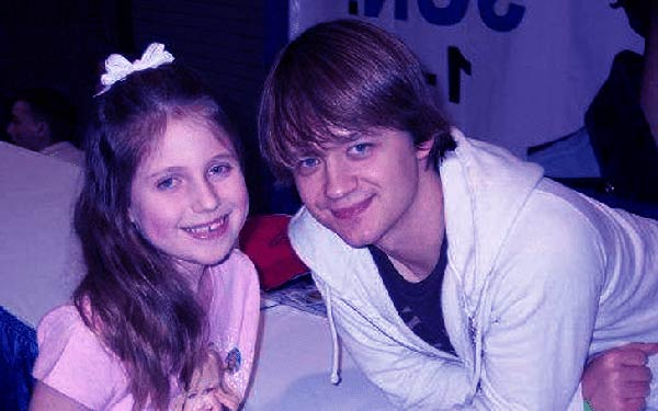Image of Jennifer Earles husband Jason Earles with his daughter Noah Earles
