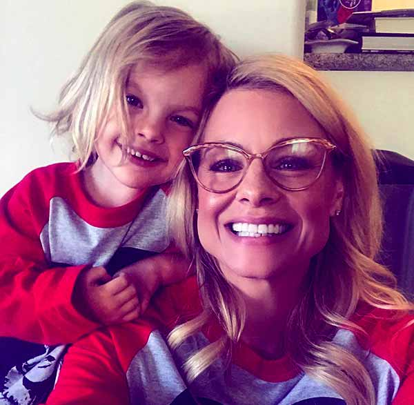 Image of Jessica Collins with her daughter Jemma Kate Collins Cooney