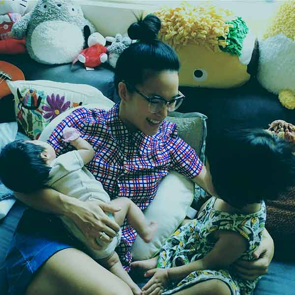 Image of Justin Hakuta wife Ali Wong with her daughter
