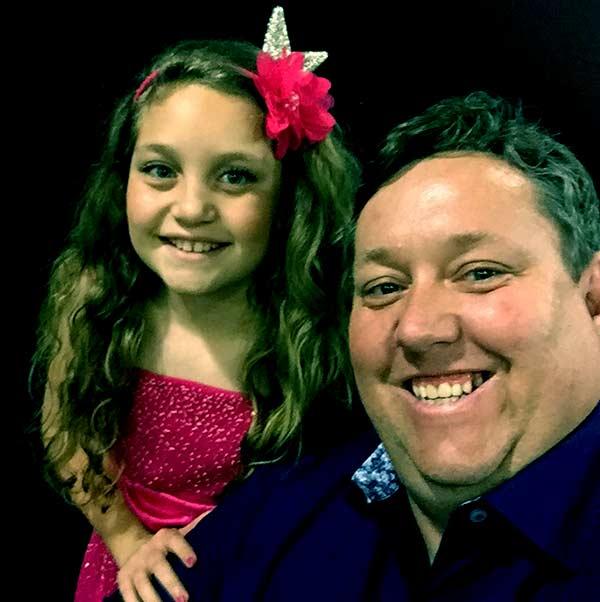 Image of Rene Nezhoda with his daughter