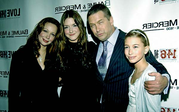 Image of Kennya Baldwin with her husband Stephen Baldwin and with their kids Alaila and Hailey