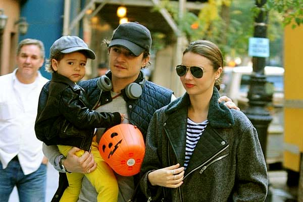 Image of Flynn Christopher Bloom with his parents father ( Orlando Bloom) and mother (Miranda Kerr)