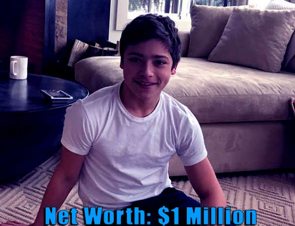 Image of Kelly Ripa son Joaquin Antonio Consuelos net worth is less than 1 million