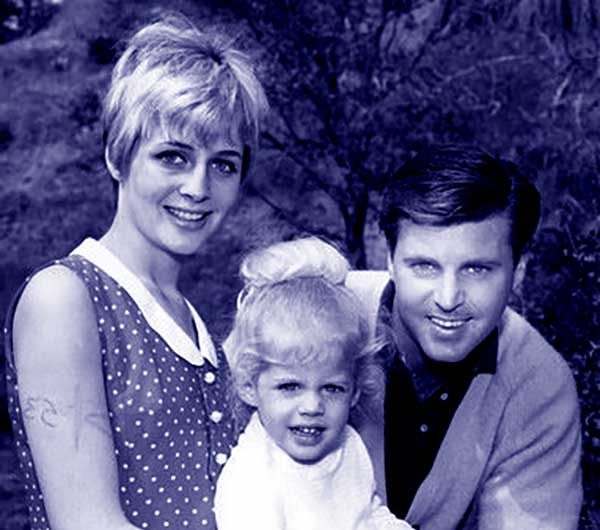 Image of Tracy Nelson with her father Ricky Nelson and mother Kristin Harmon