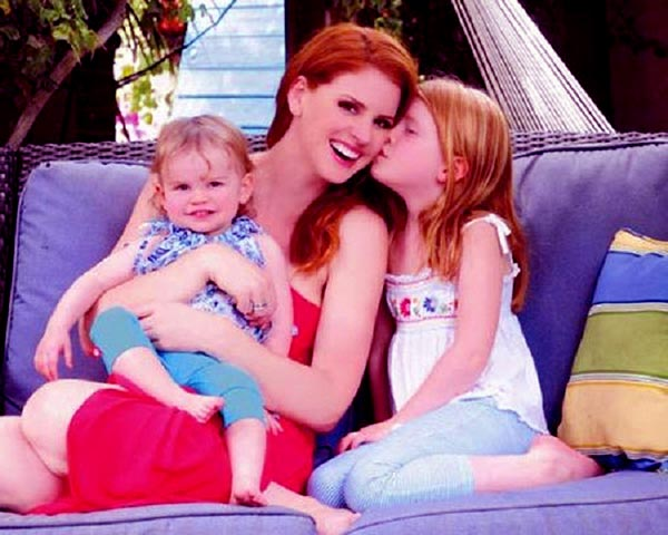 Image of Sarah Rafferty with her daughter Sarah Rafferty with her kids Onna Gray Seppala and Iris Friday Seppala