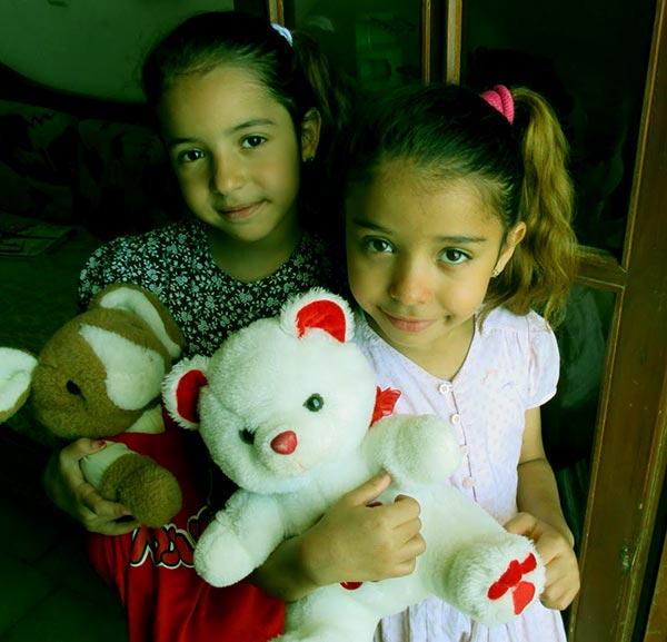 Image of Victoria Jordan with her sister Ysabelle Jordan