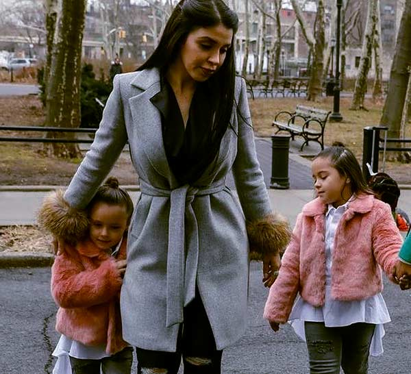 Image of Emma Coronel Aispuro with her children; twin daughters Maria Joaquina and Emali Guadalupe
