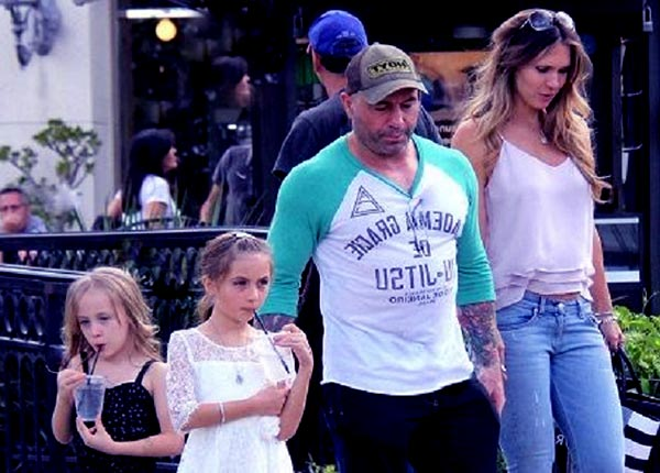 Image of Jessica Schimmel Rogan with her husband Joe Rogan and with their kids