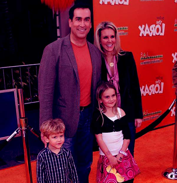 Image of Tiffany Riggle husband Rob Riggle and children Abby Riggle (daughter) and George Riggle (son)