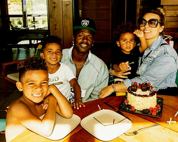 Image of Chelsie Kyriss with his boyfriend Antonio Brown and with their kids (Ali, Autonomy, and Apollo)