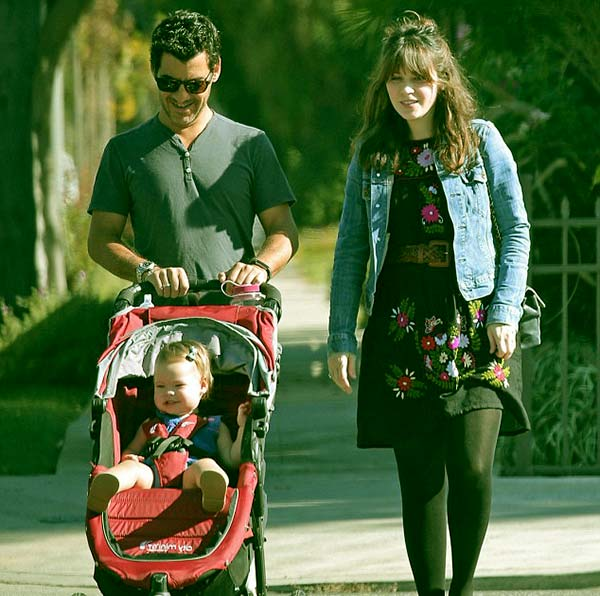 Image of Zooey Deschanel with her husband Jacob Pechenik and with their daughter (Elsie Otte)