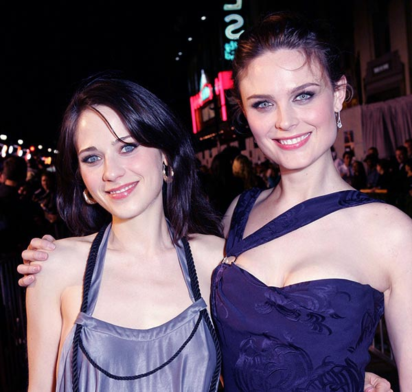 Image of Zooey Deschanel with her sister Emily Deschanel