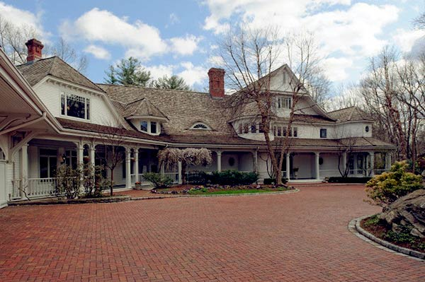 Image of Ron Howard sold off his Connecticut home for $27.5 million in 2014.