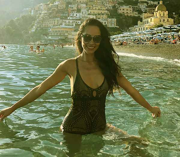 Image of Jael De Pardo enjoying her vacation.