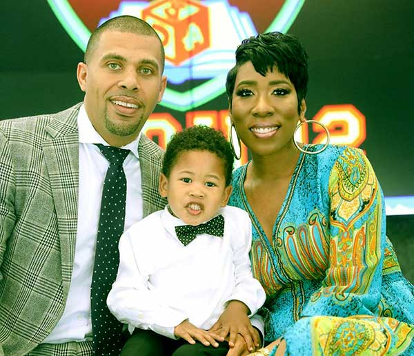 Image of Karli Harvey with her husband and son.