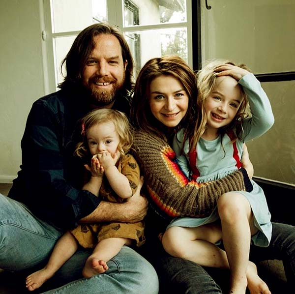 Image of Rob Giles with his wife Caterina and with their kids Eliza Giles and Paloma Michela Giles