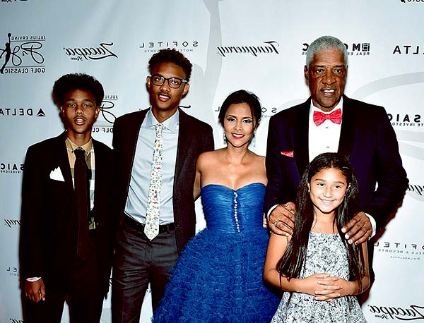 Image of Dorýs Madden and his wife Julius and with their kids Jules, Justin and Julietta Erving