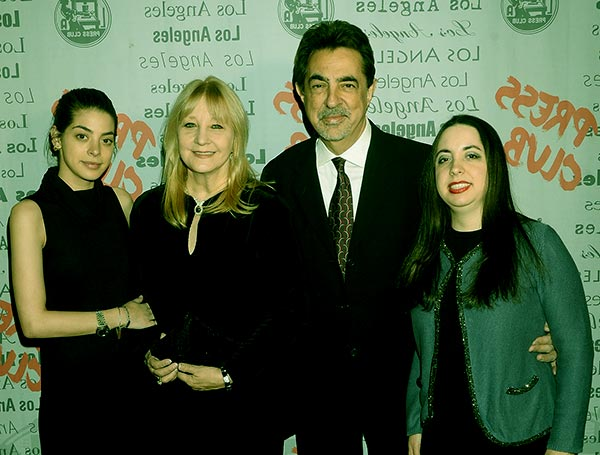 Image of Arlene Vrhel with her husband Joe Mantegna with their kids Mia and Gia