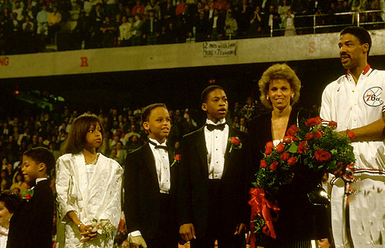 Image of Julius Erving with wife Turquoise, sons Julius III, Cheo, daughter Jazmin and Cory