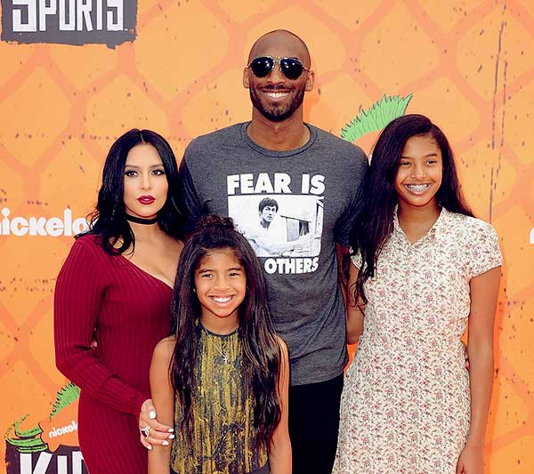 Image of Caption: Natalia Diamante Bryant with his father Kobe Bryant, mother Vanessa and sister Gianna